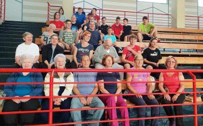 Medgeneracijsko smo gibali s starejšimi občani in uporabniki Društva VEZI