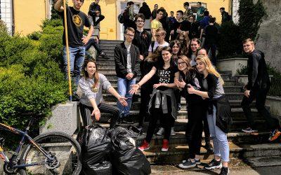 S čiščenjem okolice šole smo obeležili Dan Zemlje